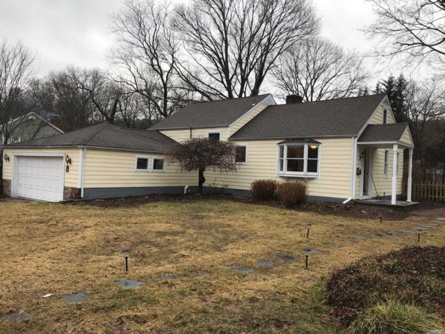 3 BR,  2.00 BTH Split style home in Melville