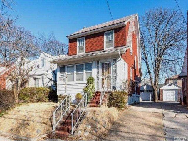 3 BR,  2.00 BTH Colonial style home in Rosedale