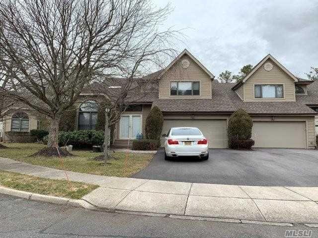 2 BR,  2.00 BTH Condo style home in Dix Hills