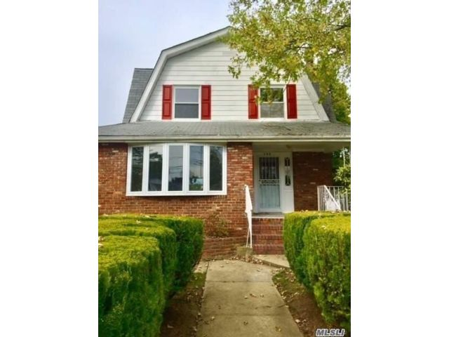 4 BR,  1.50 BTH Colonial style home in Freeport