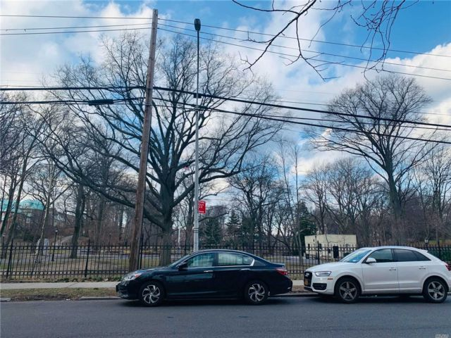 1 BR,  1.00 BTH Co-op style home in Jamaica Hills