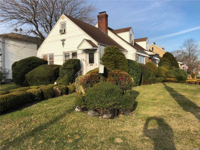 5 BR,  2.00 BTH Cape style home in Lynbrook