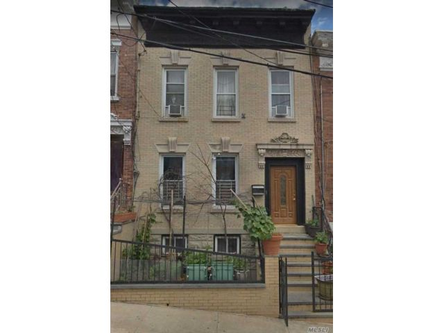 6 BR,  2.50 BTH  Colonial style home in East New York
