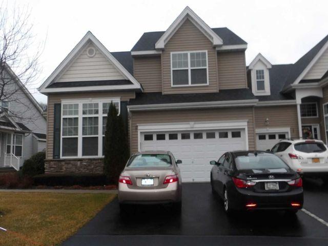 2 BR,  3.00 BTH Condo style home in Medford