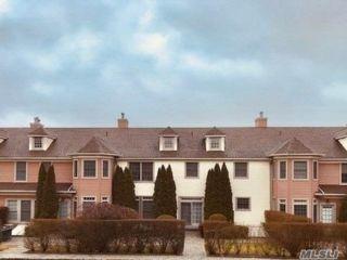 3 BR,  4.00 BTH Condo style home in Hampton Bays