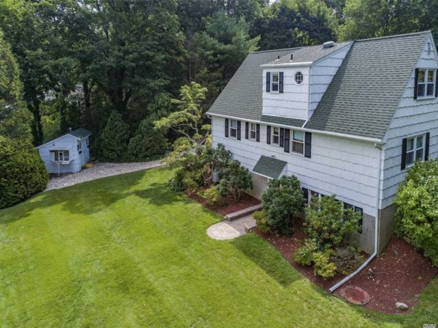 4 BR,  4.00 BTH Farm ranch style home in Cold Spring Harbor