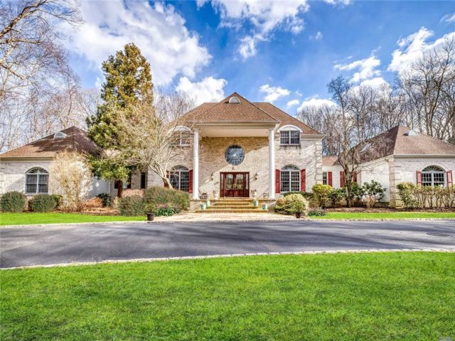 7 BR,  7.00 BTH  Estate style home in Nissequogue