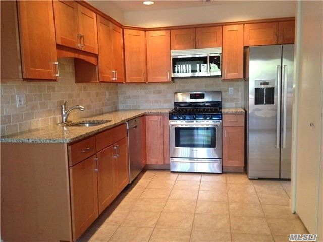 2 BR,  2.50 BTH Condo style home in Holbrook