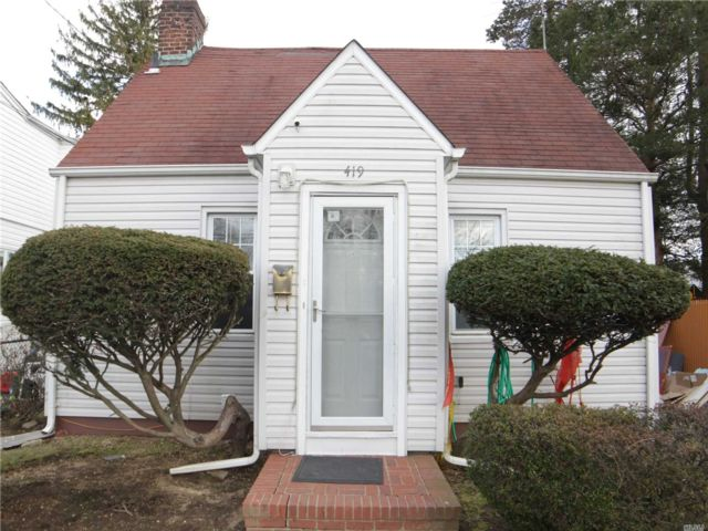 3 BR,  2.00 BTH Cape style home in Uniondale