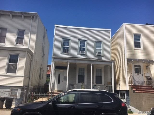4 BR,  2.00 BTH  2 story style home in Astoria
