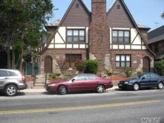 10 BR, 10.00 BTH  Tudor style home in Flushing