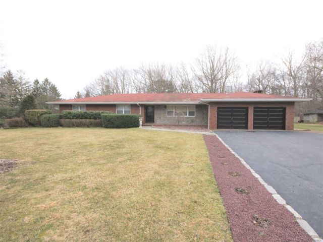 3 BR,  4.00 BTH Ranch style home in Shoreham
