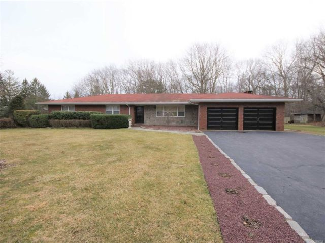 3 BR,  3.50 BTH Ranch style home in Shoreham