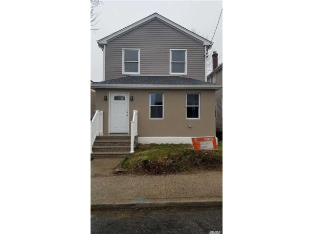 4 BR,  3.00 BTH Colonial style home in Elmont