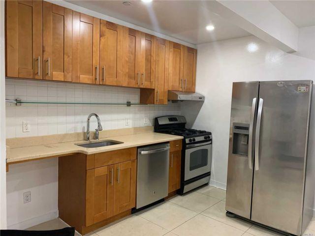 [Corona Real Estate, listing number 3104260]