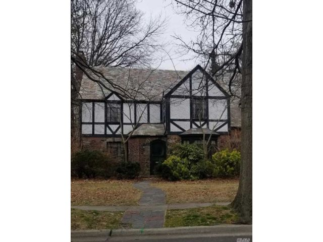 5 BR,  3.50 BTH Tudor style home in Rockville Centre