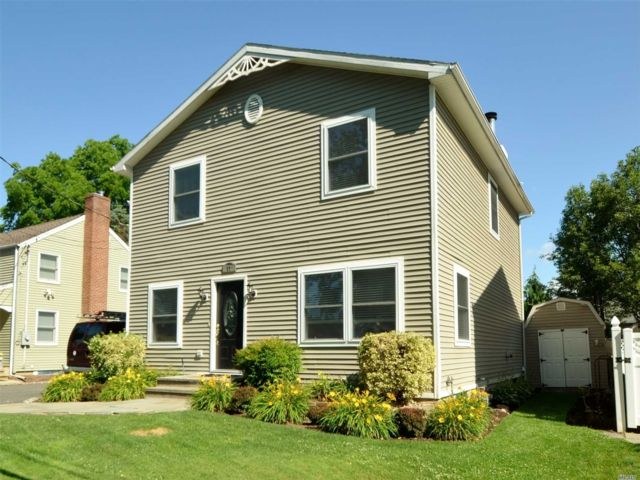 3 BR,  2.50 BTH Colonial style home in Glenwood Landing