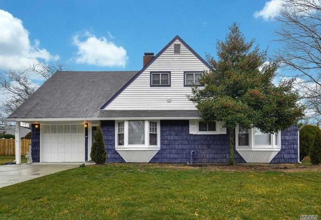 5 BR,  2.00 BTH  Cape style home in Levittown