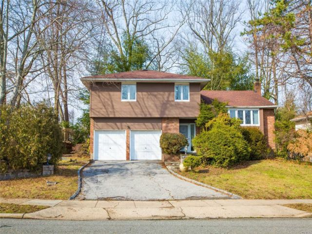 4 BR,  2.50 BTH  Split style home in Searingtown
