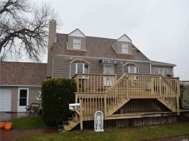 3 BR,  2.00 BTH Exp cape style home in Island Park