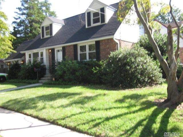 7 BR,  3.00 BTH  Exp cape style home in Uniondale