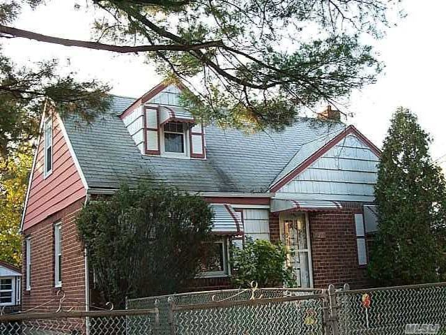 6 BR,  2.00 BTH  Exp cape style home in Uniondale