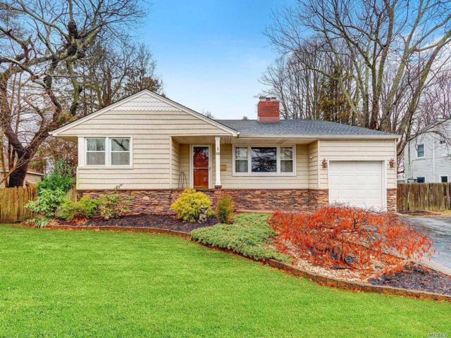 3 BR,  3.00 BTH Split level style home in West Islip