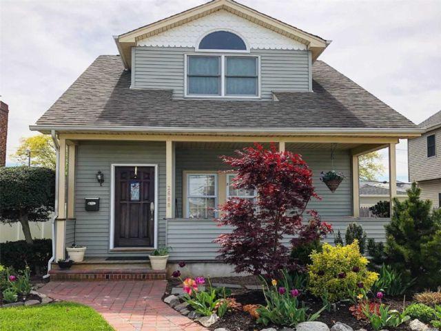 [Merrick Real Estate, listing number 3104353]