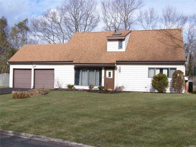 4 BR,  2.00 BTH Contemporary style home in Farmingville