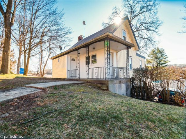 4 BR,  1.50 BTH Apt in house style home in Huntington Station