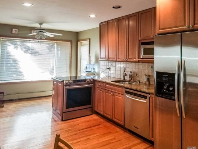 5 BR,  3.00 BTH Split style home in North Woodmere