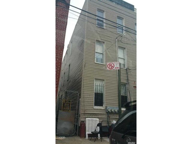 8 BR,  3.00 BTH  Townhouse style home in East New York