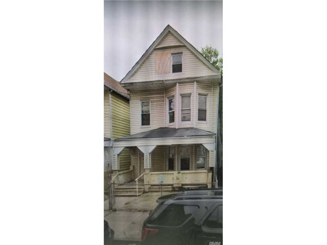 4 BR,  2.00 BTH  Colonial style home in Morris Heights
