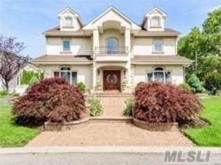 [Merrick Real Estate, listing number 3104552]