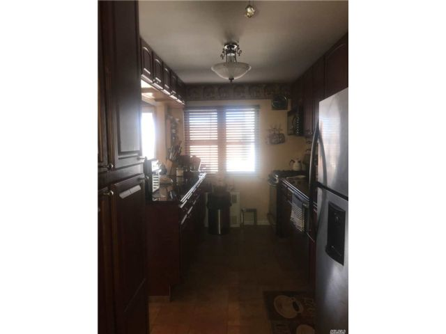 3 BR,  1.50 BTH Townhouse style home in Maspeth