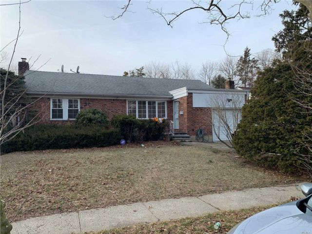 3 BR,  3.00 BTH Exp ranch style home in Elmont