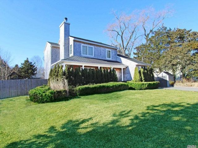 4 BR,  4.00 BTH  2 story style home in East Quogue