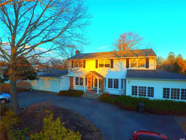 5 BR,  3.00 BTH  Colonial style home in Commack