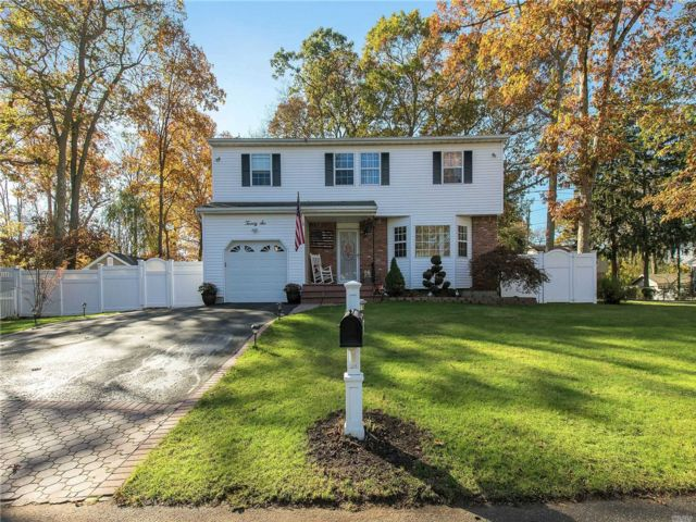 4 BR,  1.50 BTH Colonial style home in Ronkonkoma