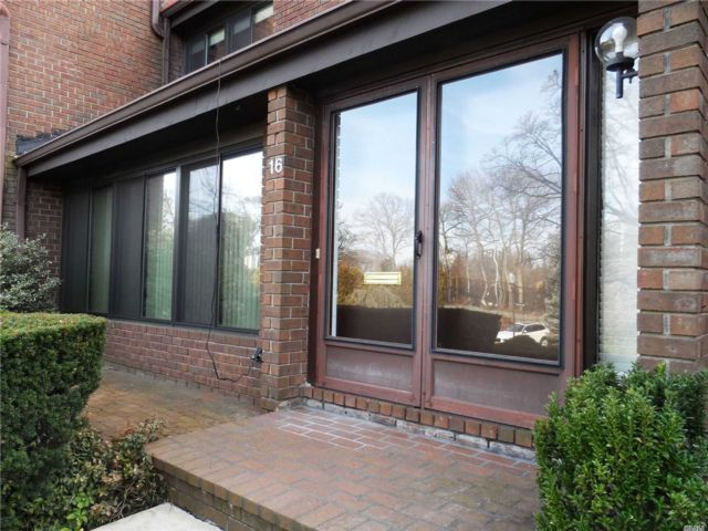 2 BR,  3.00 BTH Condo style home in Roslyn