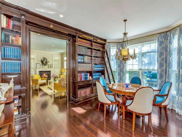 3 BR,  2.50 BTH Condo style home in Port Washington
