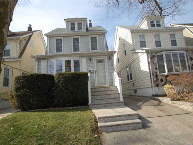 3 BR,  1.50 BTH Colonial style home in Bellerose