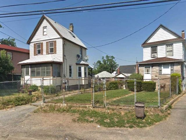 3 BR,  2.00 BTH Traditional style home in Rosedale