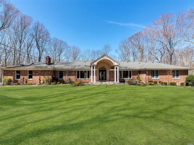 5 BR,  5.00 BTH  Ranch style home in Oyster Bay Cove