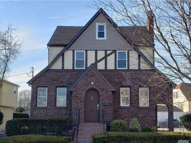 3 BR,  1.50 BTH Tudor style home in East Rockaway