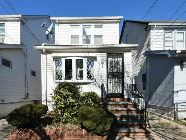 4 BR,  1.00 BTH 2 story style home in Jamaica Hills