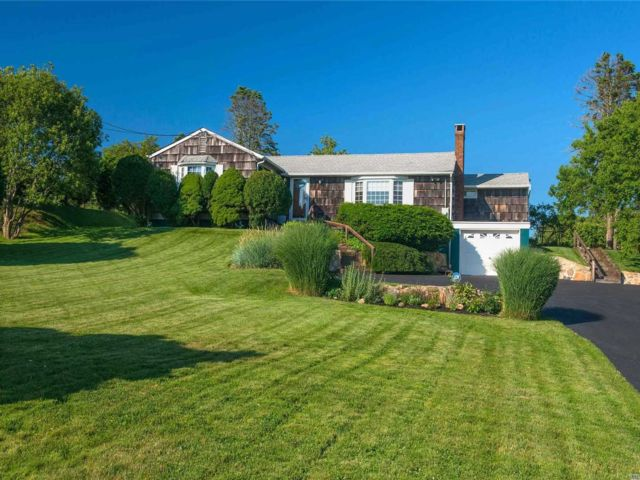 3 BR,  2.00 BTH Ranch style home in Montauk