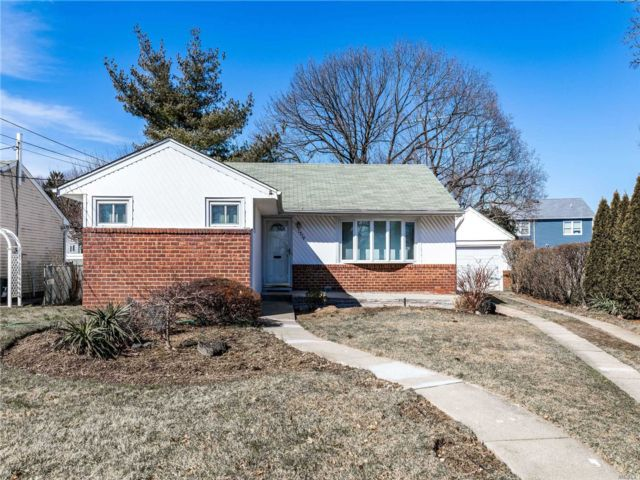 [East Meadow Real Estate, listing number 3104758]