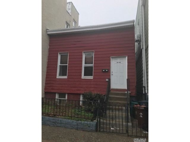 2 BR,  1.00 BTH  Colonial style home in Woodside