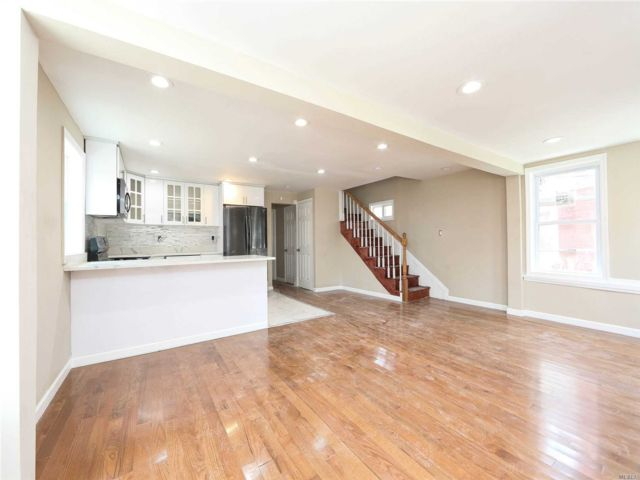 4 BR,  2.50 BTH  Colonial style home in Rosedale